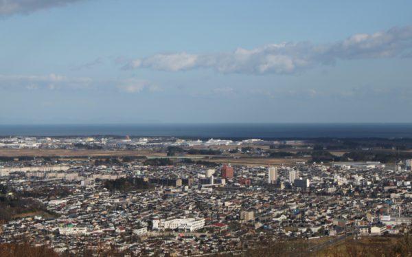 Iwanuma est une ville côtière moyenne, en partie orientée vers l'industrie